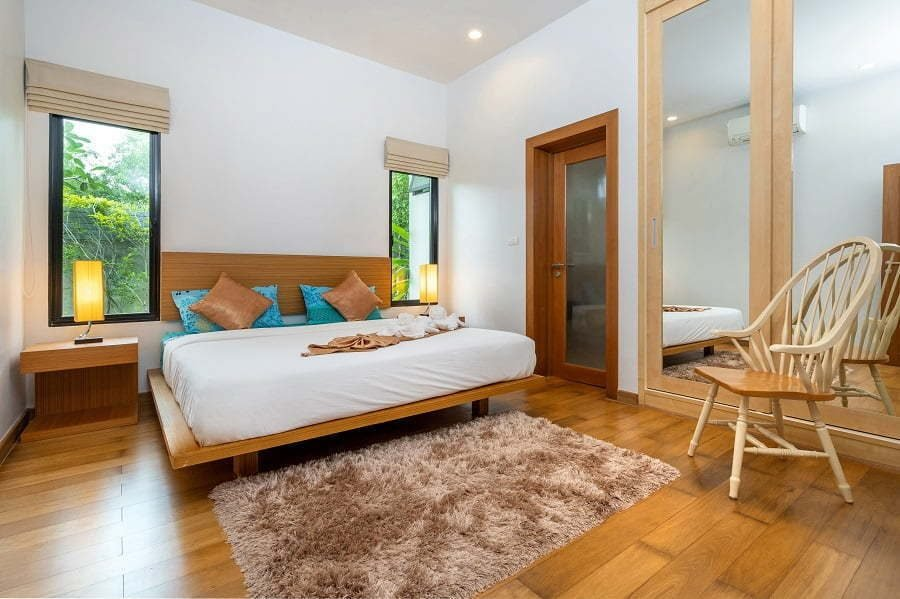 modern-and-spacious-bedroom-in-luxury-home
